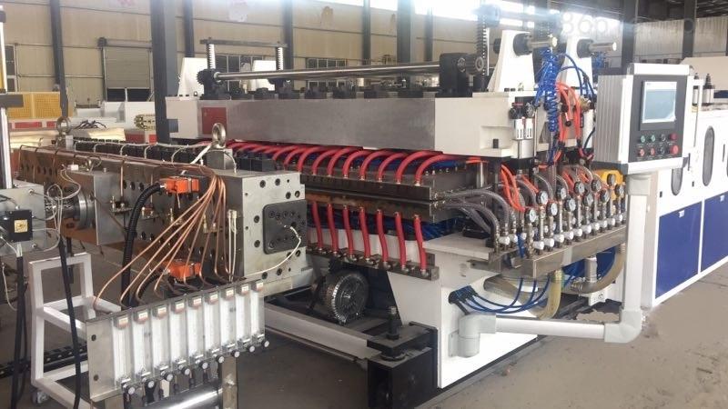 PP、PE、PC中空格子板生产线
