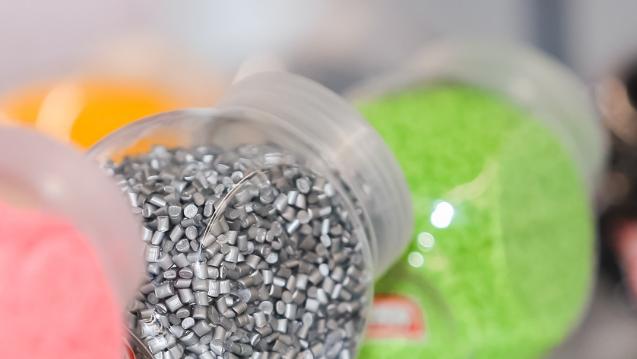 霞飛諾生產首批以贏創可持續透明聚酰胺為原料的品牌眼鏡