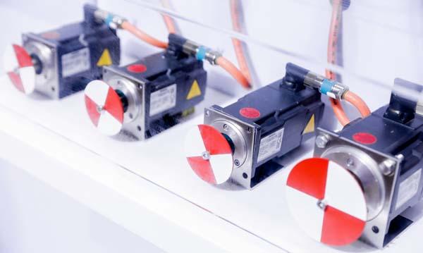 苹果新发布MagSafe外接电池由硬塑料制成